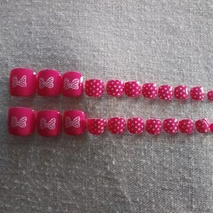 Minnie Mouse inspired toe nails
